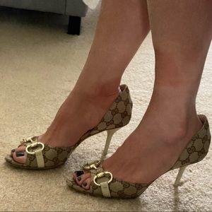 Beautiful Gucci GG horsebit Peep toe heels